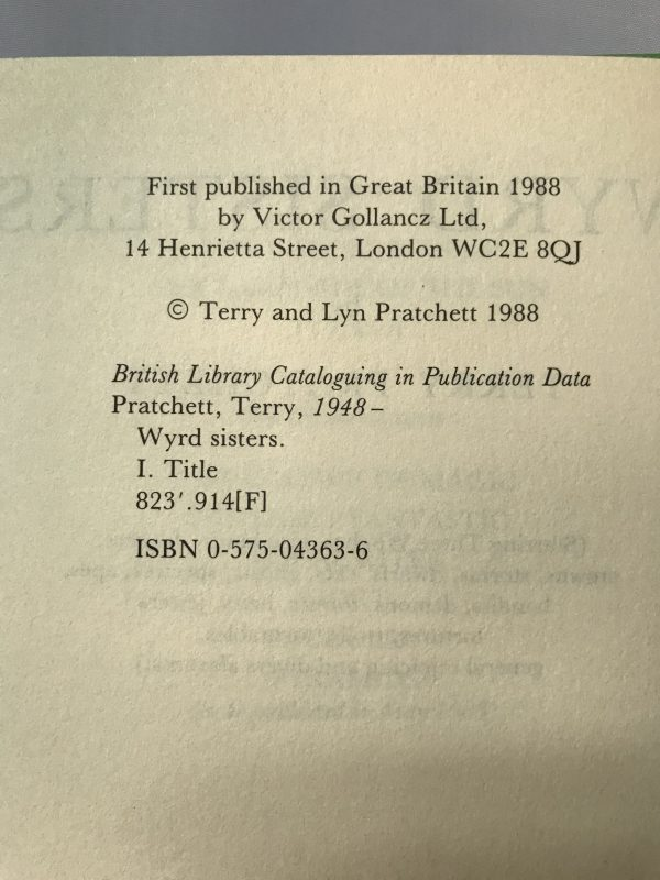 Terry Pratchett Wyrd Sisters First Edition2
