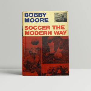 bobby moore soccer the modern way signed edition1