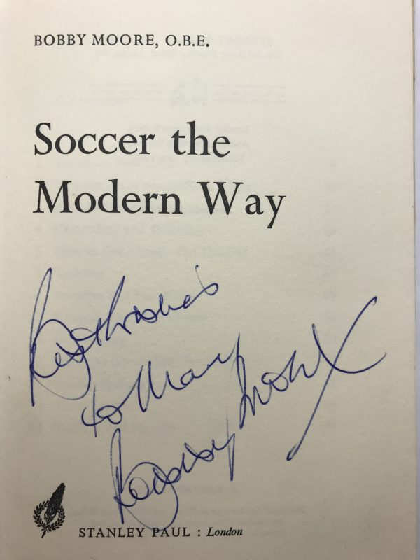 bobby moore soccer the modern way signed edition2