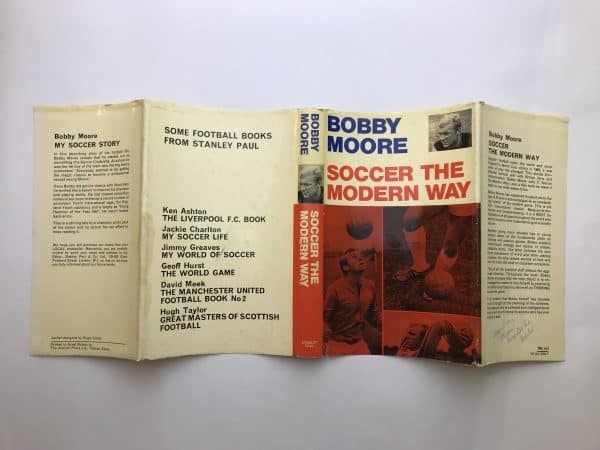 bobby moore soccer the modern way signed edition6